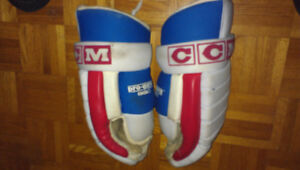 CCM Pro.Gard M-HG274S Hockey Gloves RED and WHITE