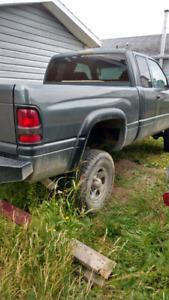 Camion refais  peinture neuf conduite neuf ligne a break neuf