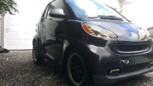 Smart Fortwo 2010 noir et Smart Fortwo 2011 rouge