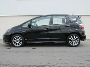 2013 Honda Fit Sport | New Windshield | Bluetooth |
