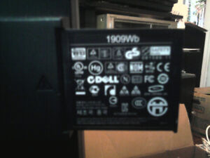 DELL 19in anti glare lcd wide screen with usb plug ins