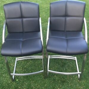 COUNTER HEIGHT STOOLS MINT CONDITION