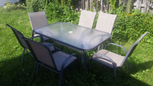 Table + 6 chairs for sale 100$