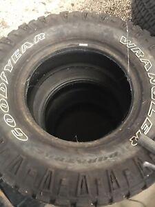 Goodyear Wrangler Duratrac 285/70R17