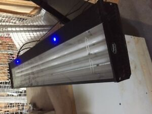 "36"" Corallife Lunar fluorescent aquarium light"