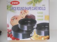 Set of 3 round cake moulds New in box