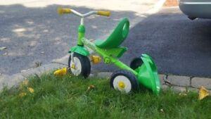 Tricycle pour petit enfant