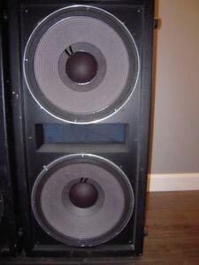 2 CAISSES DE SON avec haut-parleurs JBL