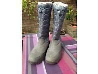 Waterproof boots size 6 ( worn once )