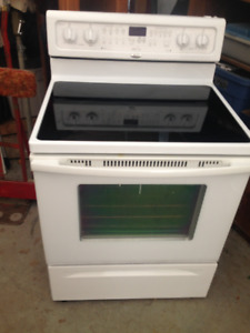 WHIRLPOOL ACCUBAKE STEAM CLEAN CONVECTION STOVE
