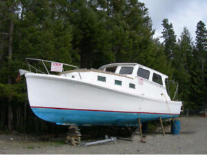 CLASSIC CHANCE NAVY 33 ft LAUNCH, over-all good condition