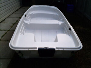 ** Sun Dolphin 9.4ft x 4.5ft. Sealed Tri-Hull boat.