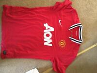 Man Utd training top