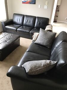 Couch and loveseat set in really good condition