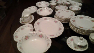 Beautiful Antique Royal Albert Tranquility 8 Person