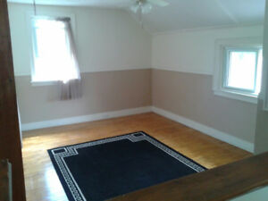 room for rent in a duplex upper unit