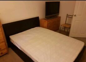Double bed very close to Bicester village