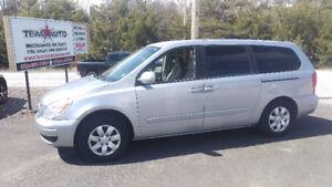 Hyundai Entourage Minivan