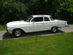 1961 Chevrolet   BISCAYNE.......2  DOOR