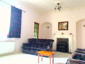 LARGE DOUBLE BEDROOM FOR RENT in Beautiful House (NO EXTRA CHARGES)