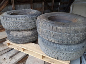 Like new 265/70r 17 tires on rims