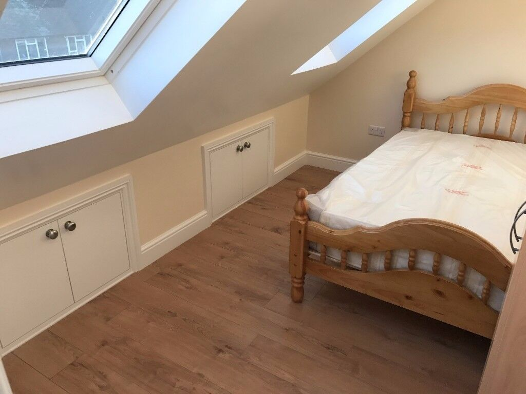 --CANNING TOWN-- Lovely Double Bedroom - ALL BILLS - 1 minute walk to station!