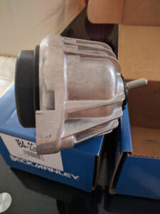 BMW 325 XI engine mounts left and right