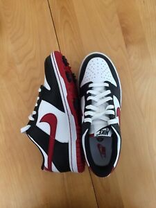 Golf shoes, size 6