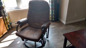 Chaise berceuse pivotante