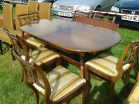 Dining/Kitchen Table with 6 chairs in excellent condition, Extendable in middle