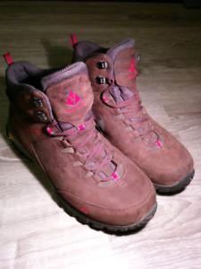 Vasque Hiking Boots [10W]