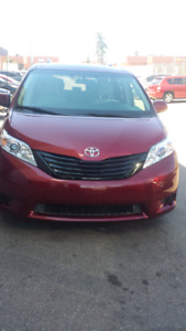 2013 Toyota sienna.automatic . finance available