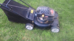 "21"" / 139CC / Self Propelled / Bagger Yard Machines Lawn Mower"