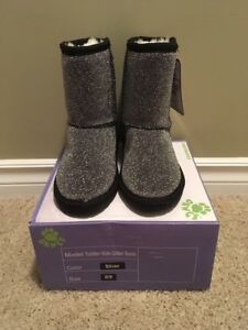 BNWT Girls Silver Sparkle Dawgs Boots - size 8/9