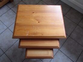 SET OF THREE PINE NESTING TABLES