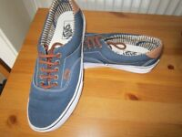 vans of the wall trainer size 7 1/2