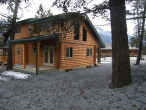 EDGEWATER RESORT HOUSE FOR SALE 8 MILES FROM RADIUM, BC