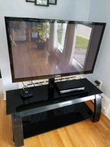"""43""""  samsung plasma tv with stand and accessories."""