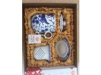 Porcelain 4-piece tea set (gift wrapped)