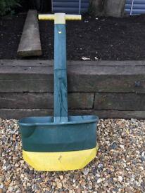 Lawn Fertiliser / Seed Spreader