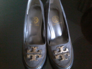 Tory Burch grey suede and patent shoe 7/12