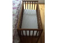 John Lewis Baby crib + Mattress and fitted sheets