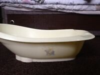 Baby bath tub with seat support