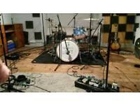 Rhythm guitarist/vocalist + lead guitarist looking for bassist and drummer for alt/desert rock band!