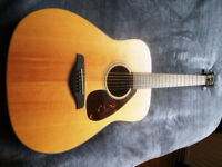 Yamaha FG700SM, Wonderful guitar in great condition, Loud and Powerful Tone.