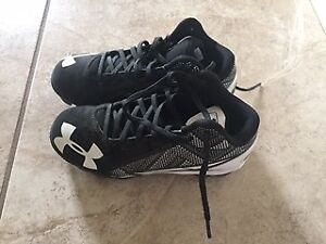 Under armour kids baseball shoes. Brand new. Size 1