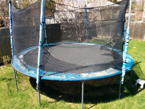 14 ft trampoline for sale. 110$