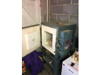 Webcot electric furnaces pottery kiln made circa 1960's. Good working condition includes pot stands.