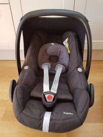 Maxi Cosi Pebble car seat in Black Baby / Infant car seat