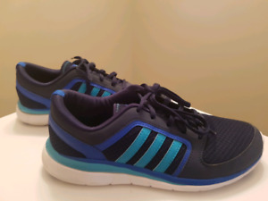 Womans Adidas runners 8.5